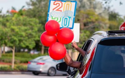 balloons out car window class of 2020